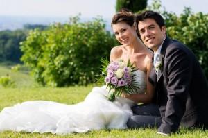 novios-sentados-feria-de-boda-valladolid