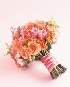 02-Bouquet-clutch--posy---Ramos-De-Novia---Estilos-De-Ramo-Por-Silueta